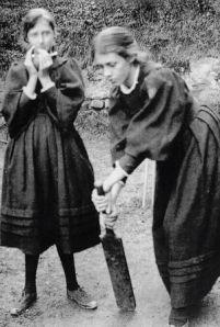Virginia-Woolf-and-sister-Venessa-Woolf